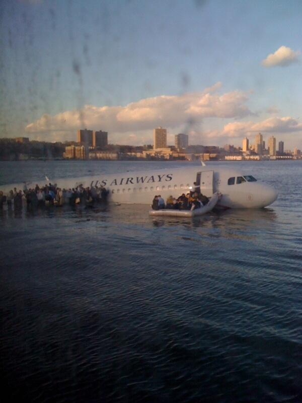 5 Year Anniversary of The Miracle on Hudson - Congrats to @Captsully on his miraculous landing. A true hero. http://t.co/hpOdRtbViR