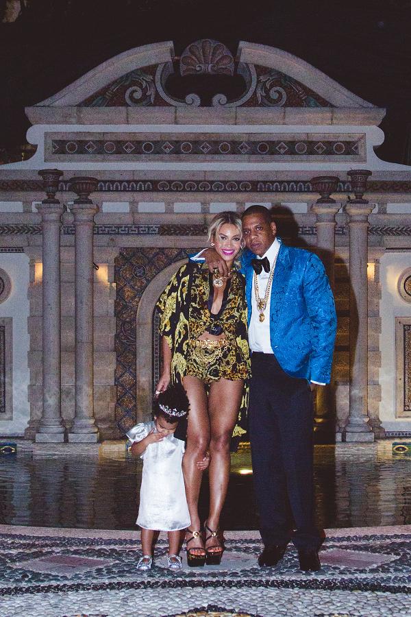 Beyoncé, Jay Z and Blue Ivy http://t.co/8cJylfJRIi