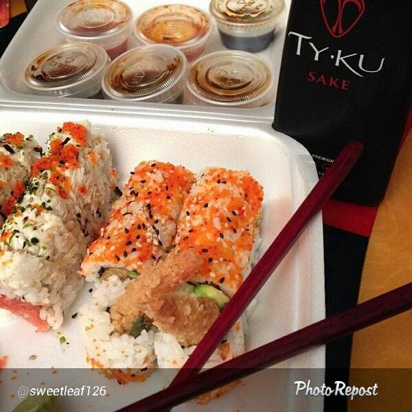 Afternoon Delight? #TYKUverymuch #sushi #sake #foodporn #lunch #yum http://t.co/t20jMP2CGn