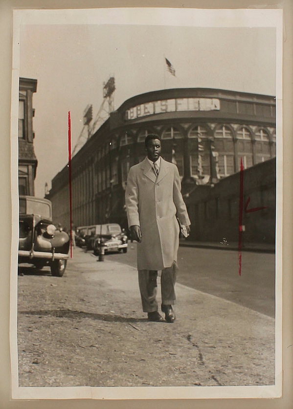 A real hero @Baseball_Photos: 04/15/1947. Jackie Robinson leaves Ebbets Field after MLB debut. http://t.co/rYnGJQEc4e http://t.co/T2L299UzoV