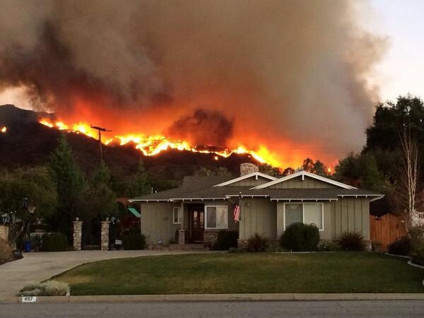 """@emmaa_pulido: luv waking up to this http://t.co/dlwB1D52b0"" low key that fire is right near my house"