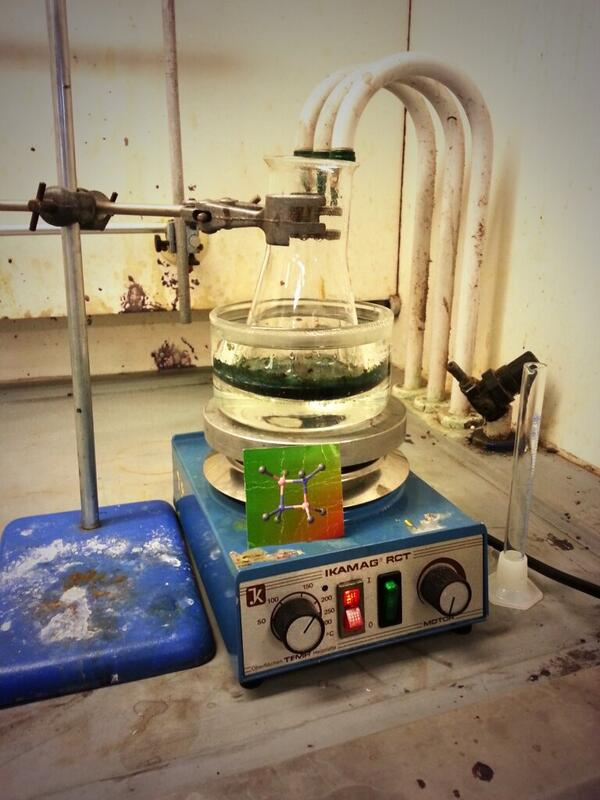 Having fun in Masters labs @S_J_Lancaster #phonarchem http://t.co/dr83dFWZK3