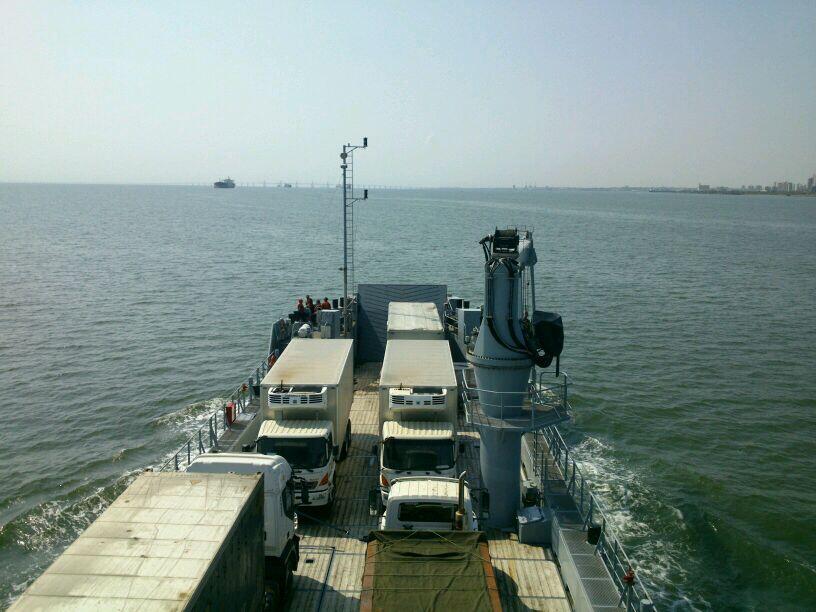 Escuadrón de buques anfibios y servicios BeH06f7IcAAYw6R