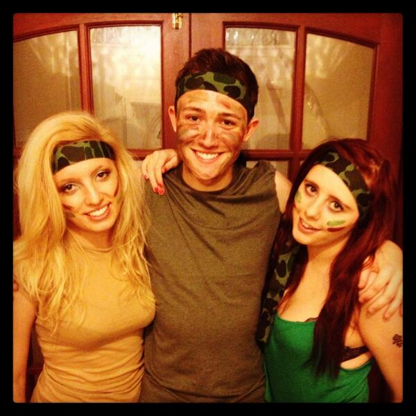 Army night at @CameoBmth with two of my absolute fav galz AKA @Jennniiiffeer & @_NatalieBrown - #FancyDressLovers! 8) http://t.co/IzJpnz3Z4R