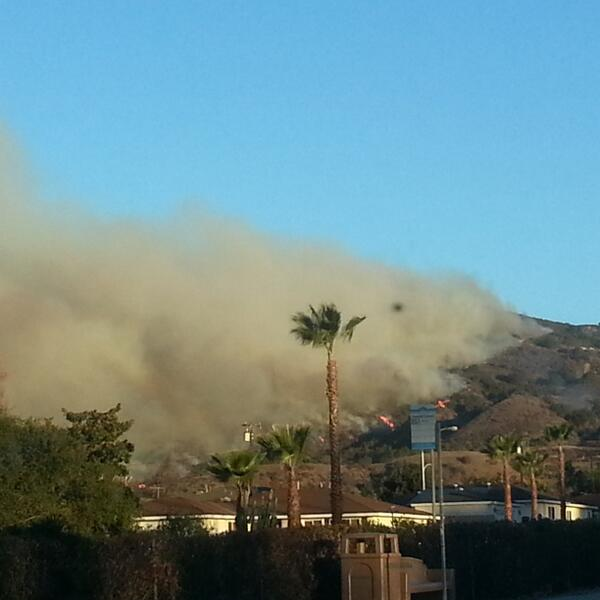 Fire by my house #Glendora http://t.co/XSdr1OCT65
