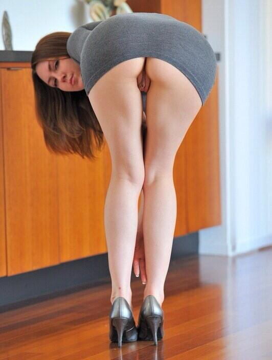 very-short-tiny-girl-bent-over