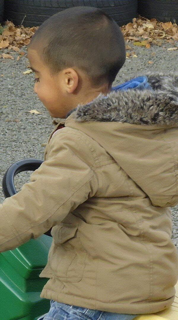 24 hours after he was last seen Police Scotland issue a new photo of missing boy He may have been wearing this jacket http://t.co/DCRvdLCUoX