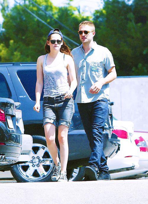 Kristen disse que ela e o Rob adotaram os três cachorros, gente to morrendo com Robsten *OOOOO* http://t.co/4c4uAB3eBq