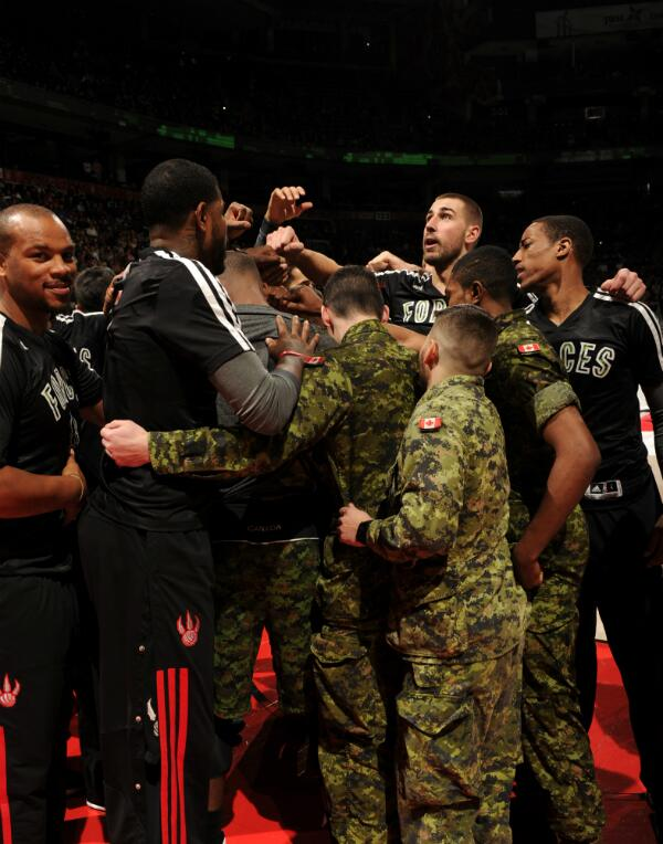 #RTZ Photo: Great shot of the #Raptors huddle with members of the @CanadianForces after intros http://t.co/f0wfMAbBR9