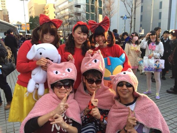 きゃりーぱみゅぱみゅ LIVE 横浜アリーナ あと少しで開場! 入る前からワクワク写真撮影! http://t.co/mRB1fIWe0p