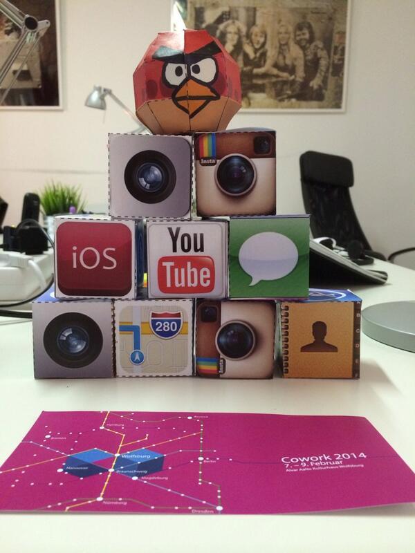 Bastelstunde #cowork2014 http://t.co/TM25i8M3AB