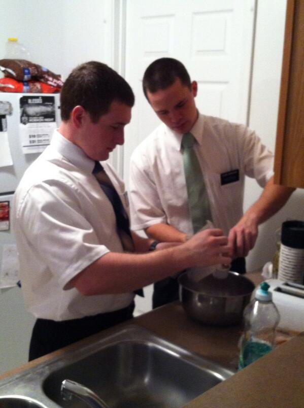 Elder Bowden, Idaho, and Elder Wagstaff, SLC, prepare cookies for an investigator #Mormon #socialmediasplit http://t.co/YveSFu3weS