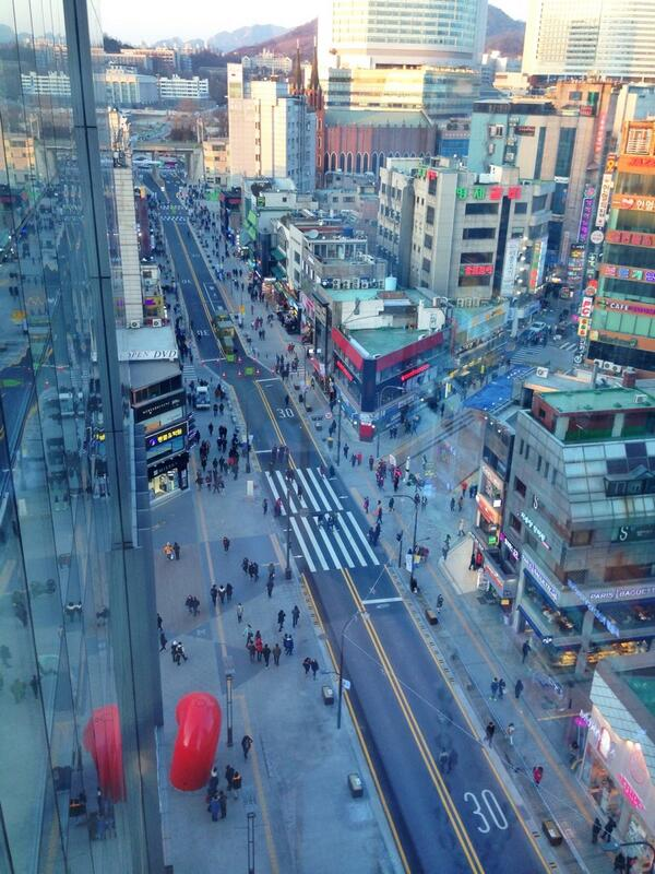 Shinchon renovation complete. Wider sidewalks, no cars allowed, only buses and pedestrians. http://t.co/DZuVK3g9b4