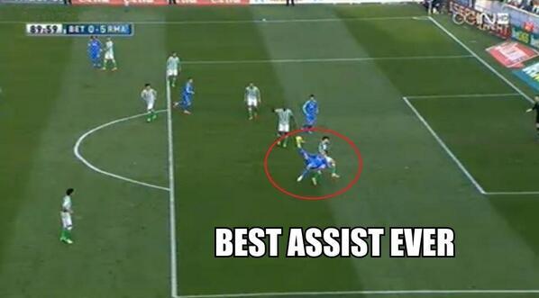 Cristiano Ronaldo bags an overhead kick assist! (Real Betis 0   Real Madrid 5)