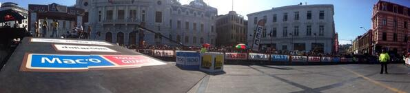 The Plaza Sotomayor is now full to applaud every Dakar finishers. #dakar2014 http://t.co/qzbRNgcU81