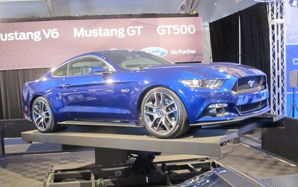 First production 2015 Mustang sells for $300k all for @jdrf Another great #barrettjackson moment @FordRacing http://t.co/smddNxnaka