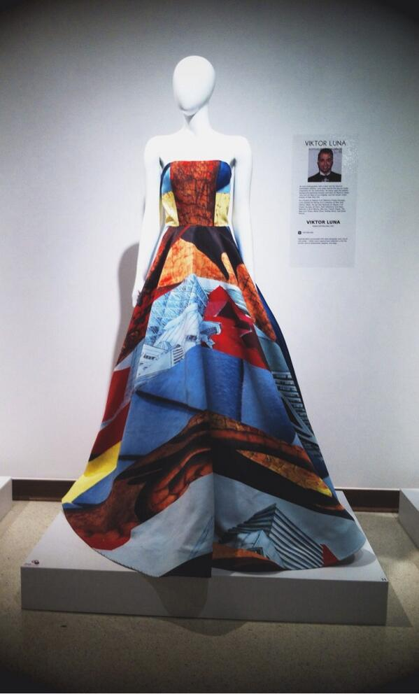 PRINT: @viktorluna's gown is brought to life by his custom prints at the @LASM @projectrunway exhibit! @BrotherSews http://t.co/sB7Sqf5s9e