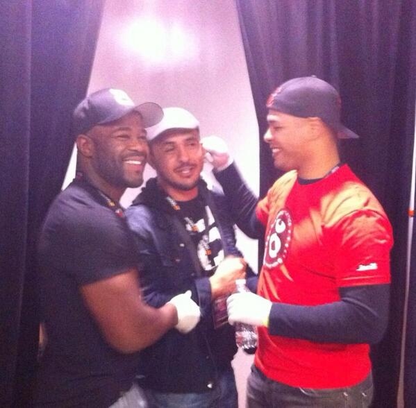 Hanging with my boys @Tyrone_spong and @SugaRashadEvans in the back stage b4 watch @Anthony_Rumble shocking KO! http://t.co/euXAiyabOb