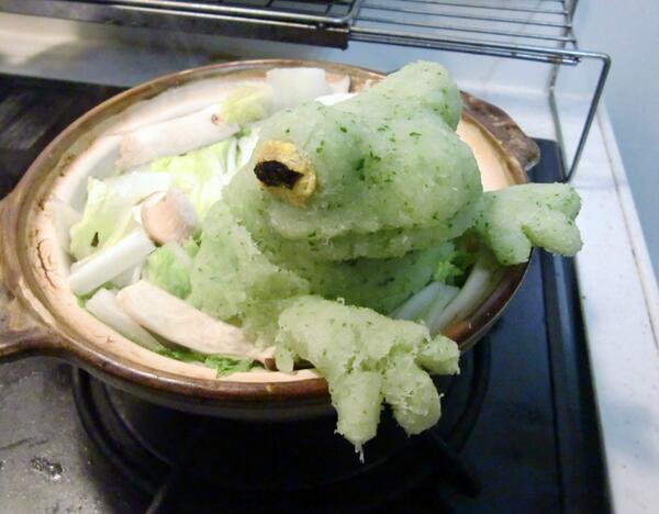 TVで観た「白くま鍋」を参考に「カエル鍋」を作ってみました。お箸入れるのに罪悪感を感じました・・けど美味しかった(笑) pic.twitter.com/PcFqLG8qgu