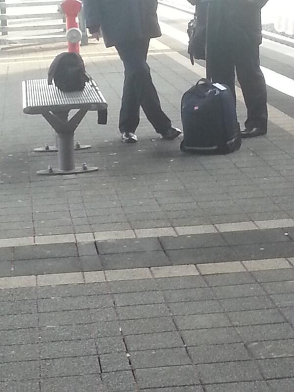 Ich finde es ja ausgesprochen dreist, wenn Angestellte der @DB_Bahn in Nichtraucherbereichen am Bahnsteig rauchen. http://t.co/pGFRQQRaPq
