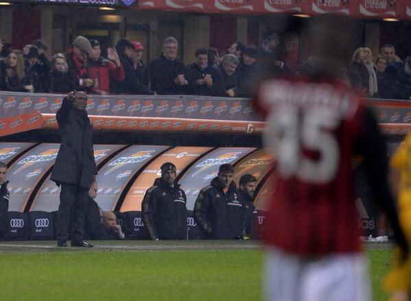 New AC Milan manager Clarence Seedorf awesome gesture with Mario Balotelli to celebrate goal [GIF]