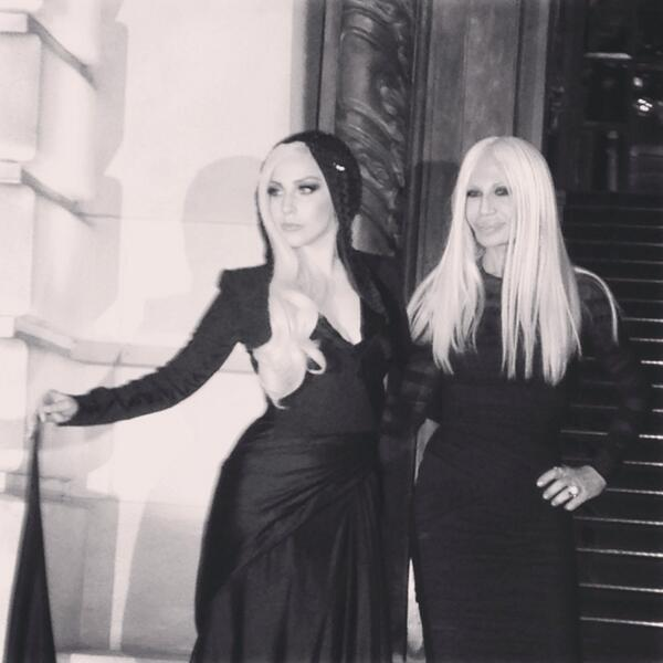 Stunning @ladygaga has arrived at the Atelier Versace SS14 show, with Donatella Versace #VersaceLive #AtelierVersace http://t.co/DsCoEXUS9Y