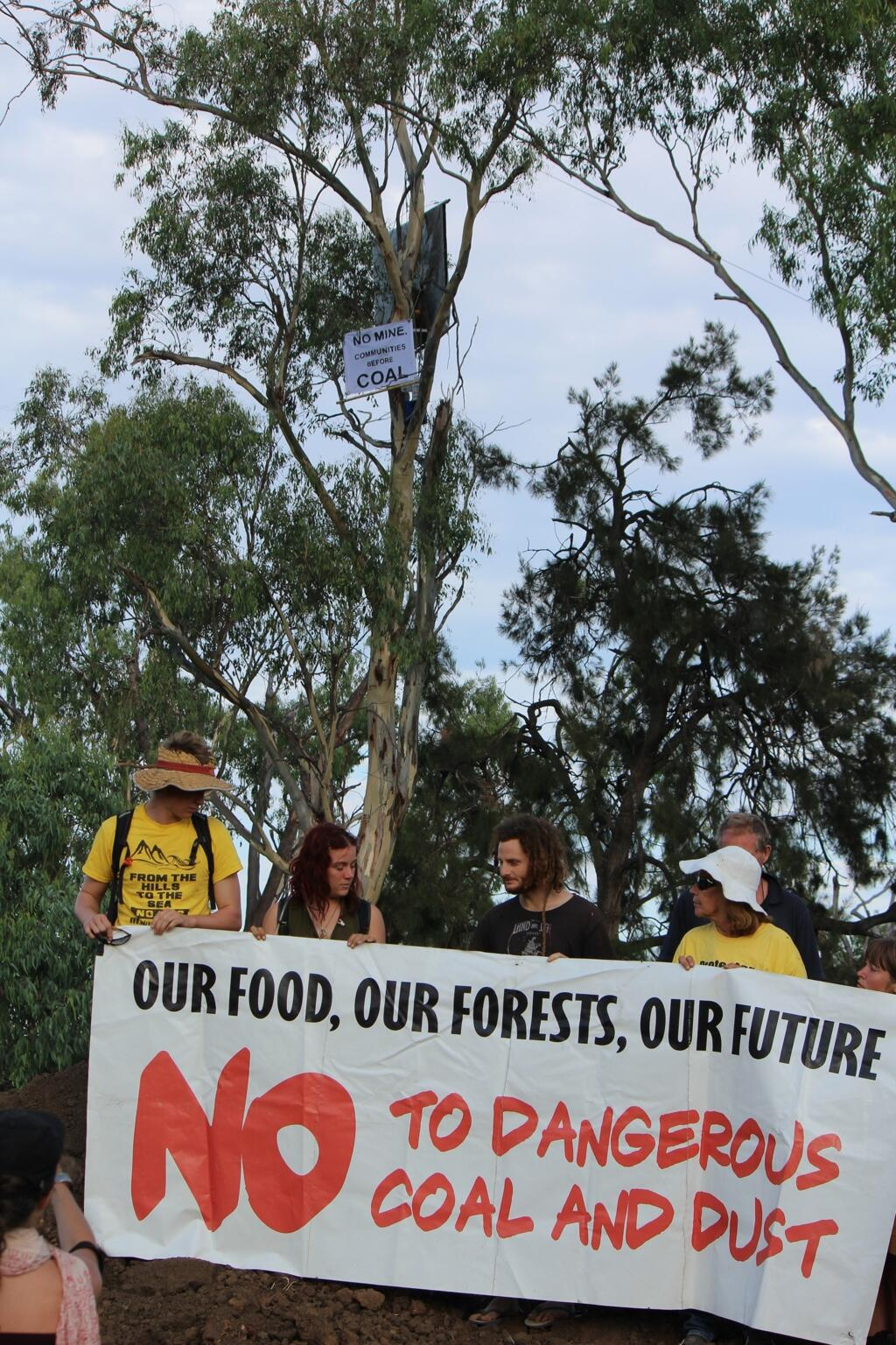 Twitter / margokingston1: #leardblockade campaigners ...