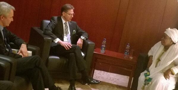#Katainen, @Haavisto ja Afrikan unionin pj Dlamini-Zuma tapaaminen Etiopiassa. Aiheena EU/Afrikka- yhteistyö. http://t.co/DQ2b6O1xAh