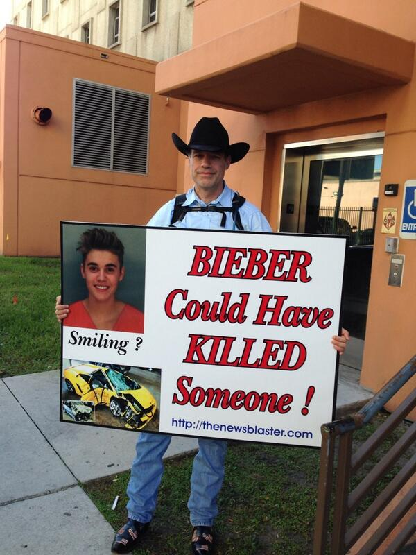 Outside the Miami criminal courthouse now. http://t.co/bWg06F3kcc