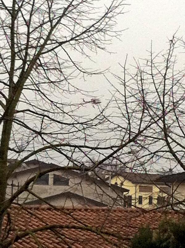 #bastiglia Stanno salvando persone con elicottero #alluvioneMO @gazzettamodena http://t.co/QSXezitPOm