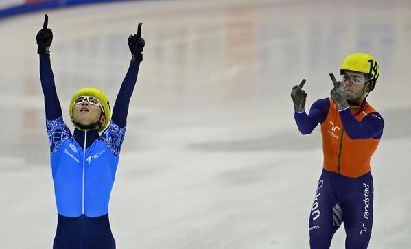 Dutch speed skater Sjinkie Knegt doesn't take defeat too well in Dresden http://t.co/LkUYtx28zZ http://t.co/jFdUXIlSv6