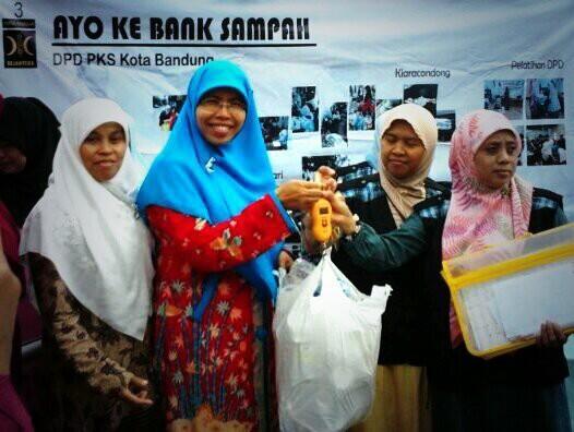 Ibu Siti Muntamah resmikan Bank Sampah