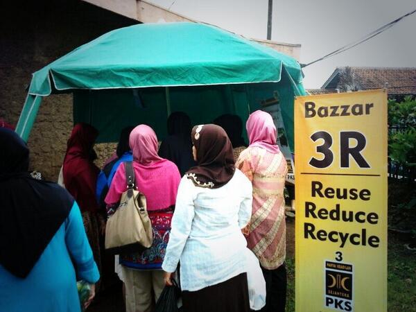 Stand bazar di lokasi peresmian Bank Sampah