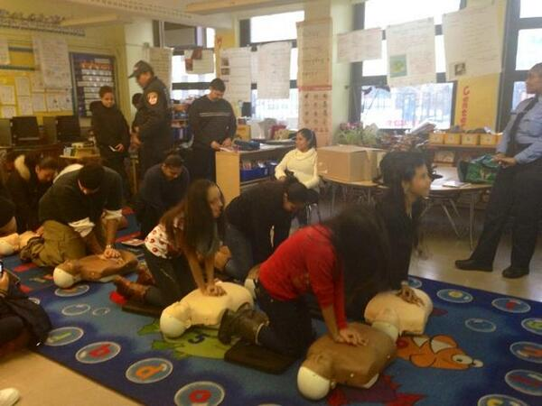 Families learn bystander #CPR with @FDNY & @generationOn for #MLKDayNY It's service that can  #save lives. http://t.co/WGb2W7Pxah