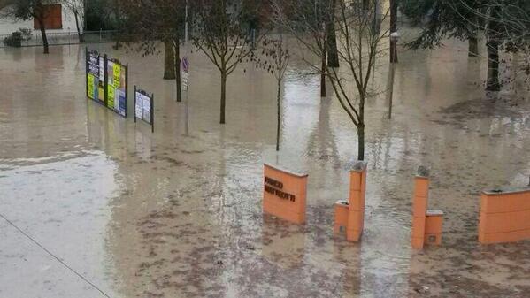 #alluvioneMO #allertameteoER #Secchia #Bomporto http://t.co/gyACgPy0eK