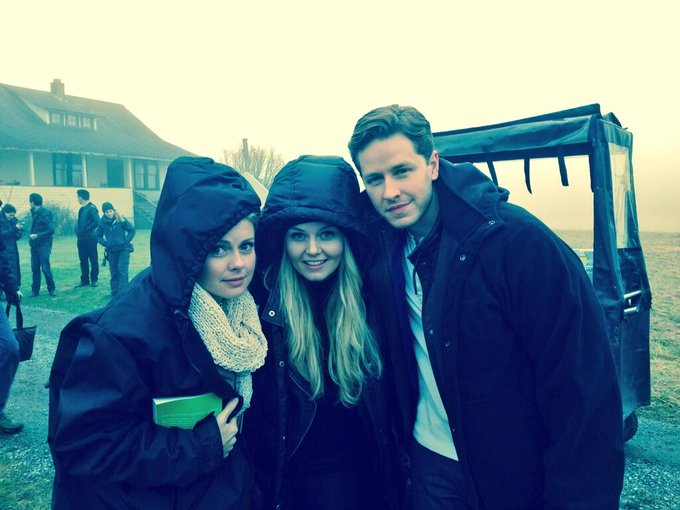 Filming with dad and tink #OnceUponATime #uglyducklings http://t.co/4W5Lv1WhRV