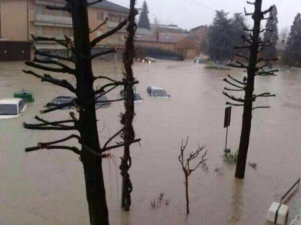 #alluvioneMO #allertameteoER #Secchia http://t.co/GyuesWOOP5