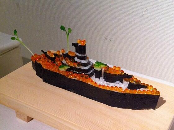 "#foodporn ""@nippon_en: And speaking of ""gunkan-maki,"" check out this ""warship roll"": http://t.co/WPdHqDjFz0"""