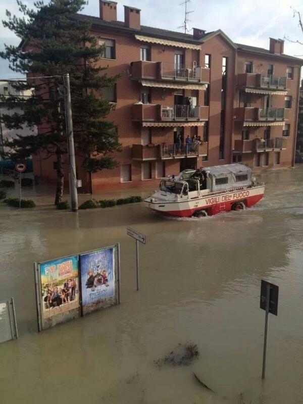Bastiglia ora: il livello dell'acqua si abbassa! #Modena #allertameteoER #alluvioneMO @gazzettamodena http://t.co/TvLJ5iCQLB