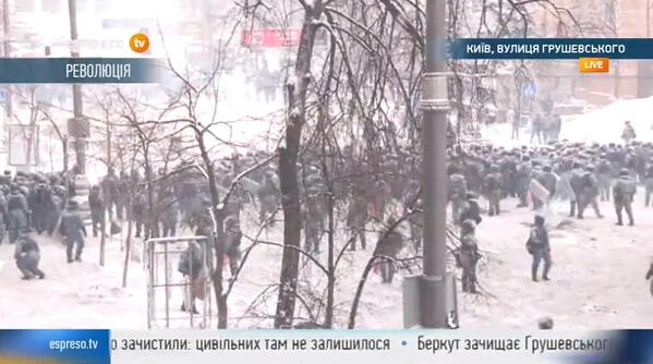 Police push protesters back to European Square, shots ring out. Police now stepping back. About 50 meters b/t groups. http://t.co/Zs7nKPLy5p