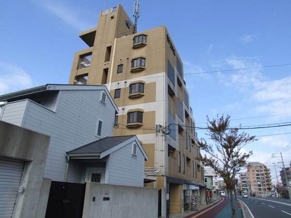 新大久保駅近辺のワンルーム家賃相場は8.3万円くらいです。もう少し安く探せるとは思います。 http://t.co/f4hdJj6ckm