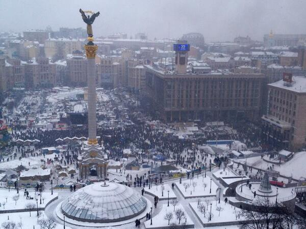 Several thousand on the Maidan already. Opposition calling for mobilization http://t.co/fb4wA7UiwQ