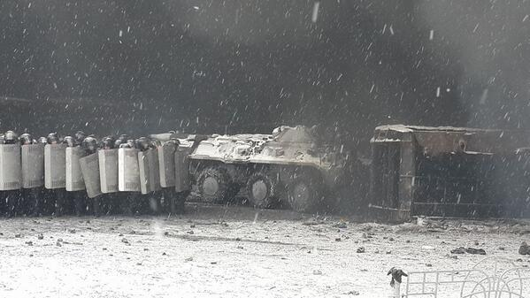 Riot police in Kiev have deployed an APC. Via @Review_News_Net http://t.co/PEoBHw3bPk