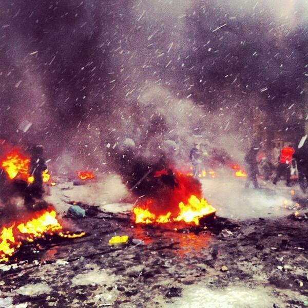 Extraordinary photos coming out of Kiev today. This from Russian journo @A3AP http://t.co/8RkrRNm11l