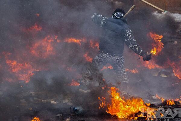 Espectaculares imágenes de los disturbios en Kiev Belgoe-CIAAZ0k3