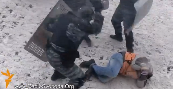 #UKRAINE #VIDEO RT @RFERL: Riot police brutally beating those they catch http://t.co/X2V4Ldx4YX http://t.co/lwsWDxagYo
