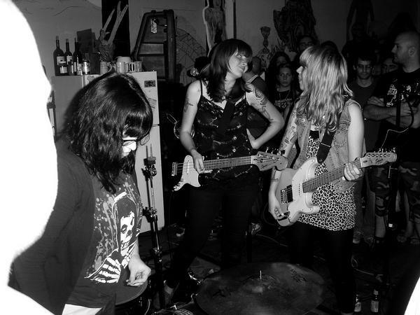 Vivian Girls at SILENT BARN Summer '08 #tbt http://t.co/8QZiaeCmVd