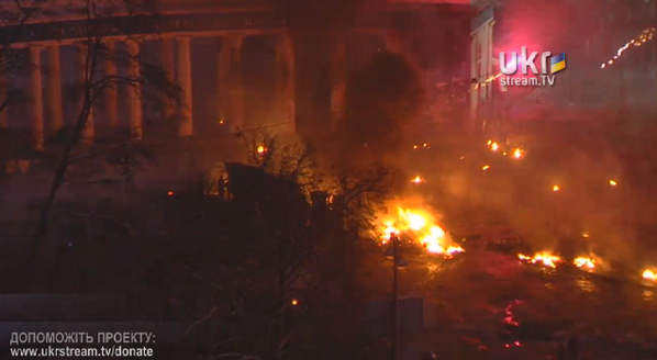 #Kiev is burning. Right now. LiveStream: http://t.co/oKgpAB8kRN http://t.co/Dn1L9XJUI0
