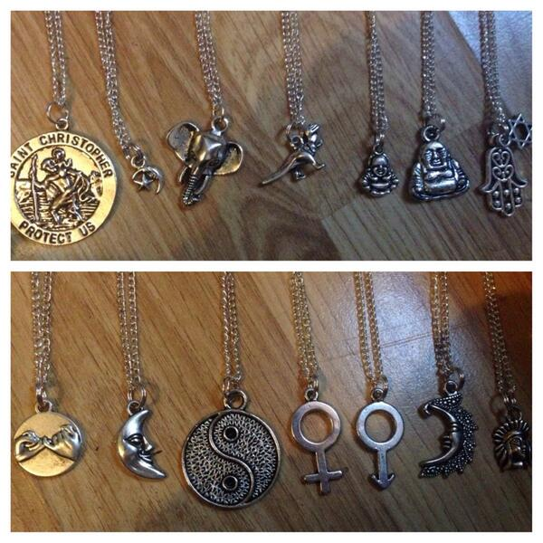 COMPETITION TIME, WANT TO WIN A NECKLACE OF YOUR CHOICE? RT THIS http://t.co/U52nzuWTK0 I WILL CHOOSE A WINNER AT 9! http://t.co/bDZ4On5aCi