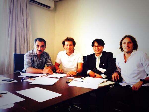 Firmando con el Cerezo Osaka hasta Dic 2014 Just signed with Cerezo Osaka until Dic 2014. 私は2014年12月まで桜大阪との契約に署名しました http://t.co/2Ea3SByQ12